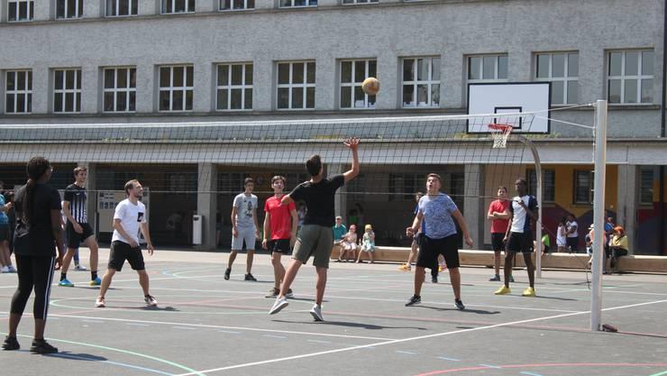 Bei der Einweihung durfte das Volleyballturnier nicht fehlen.