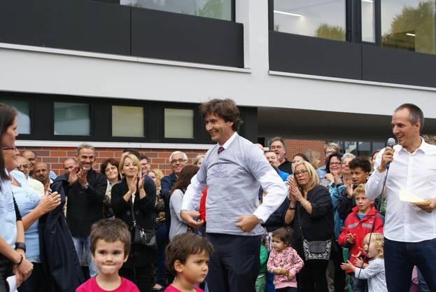 Es war die grösste Investition, welche die Stadt Grenchen in diesem Jahr tätigte: 8,5 Millionen wurden für die Sanierung des Schulhauses ausgegeben, welche eineinhalb Jahre gedauert hat. Am 1. September war es dann so weit: Das Schulhaus wurde mit einem grossen Fest wieder eingeweiht und Stadtpräsident François Scheidegger feierte mit.