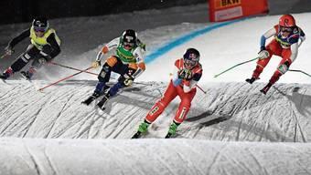 Schweizer Trümpfe: Weltmeisterin Fanny Smith (Zweite von rechts) und Nachwuchshoffnung Sixtine Cousin (rechts). Bild: Gian Ehrenzeller/Keystone (Arosa, 17. Dezember 2019)