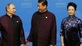 First Lady Peng Liyuan mit Gatte und Wladimir Putin (Archiv)
