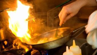 Der 22-Jährige vergass den Kochherd auszuschalten – so entstand ein Feuer. (Symbolbild)