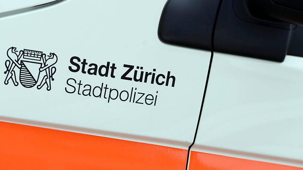 Spaziergängerin findet in Wald in Zürich eine Leiche