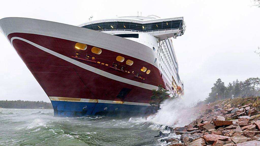 Ostsee-Fähre vor Finnland gestrandet und in Hafen gebracht