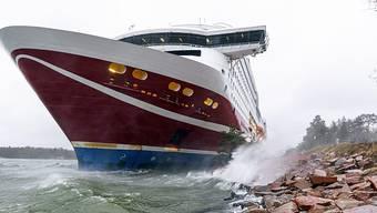 Das Fährschiff «Viking Grace» wyra mit 429 Menschen an Bord vor der finnischen Inselgruppe Åland auf Grund gelaufen. Foto: Niclas Nordlund/Lehtikuva/AP/dpa