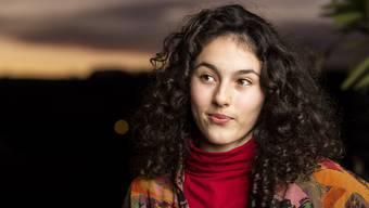 Ein Teenager mit Star-Appeal: Nora Arvena Dacic posiert auf dem Balkon der Familie.