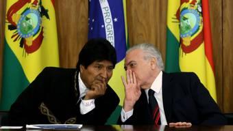 Boliviens Präsident Evo Morales (l.) und sein brasilianischer Amtskollege Michel Temer.