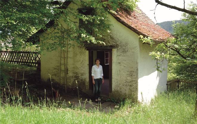 Stadtpräsidentin Jolanda Urech vor dem Rebhäuschen am Hungerberg. Eine Idylle – bloss konnte sie diese noch nie richtig nutzen. Sabine Kuster