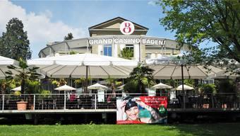 Seit ein paar Tagen ziert dieses Plakat die Terrasse des Grand Casinos im Badener Kurpark. Carla Stampfli