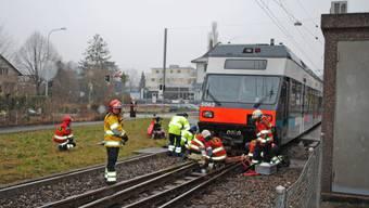 Eine Rollstuhlfahrerin wurde am Montag in Nidau von einem Zug erfasst. Wie durch ein Wunder wurde sie nach ersten Informationen nur leicht verletzt.