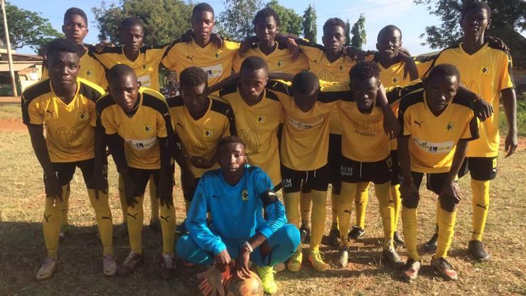 Die Young Black Stars in ihren Trikots vom FC Pratteln.