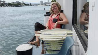 In Huningue Platz gefunden: Anmari Wili auf ihrem Schiff. Martin Töngi