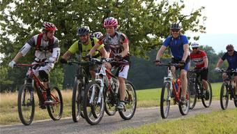 Sport und Spass auf dem Velo: Die Challenge 878 brachte 118 Velofahrerinnen und Velofahrer auf den Lindenberg.