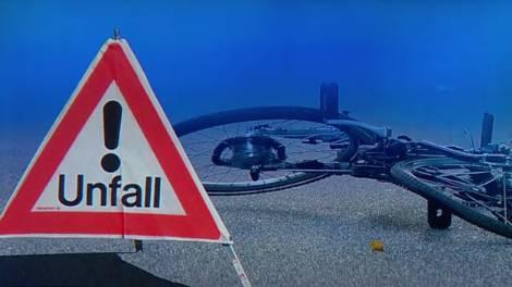 Der 80-jährige Velofahrer erlitt beim Sturz Prellungen und Schürfungen. (Fotomontage/Symbolbild)