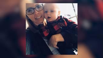 Eine Frau musste das Flugzeug verlassen: Sie wollte einfach nicht neben einer jungen Mutter und deren Baby sitzen.