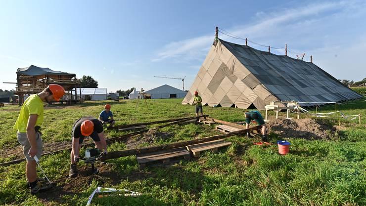 40 Kubikmeter Rund- und etwa genauso viel Bauholz werden verbaut. Am Freitagabend startet das Jubla-Fest.