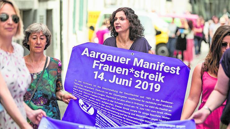 SP-Aargau-Präsidentin Gabriela Suter (Mitte) befürwortet eine Frauenquote in den Gremien staatsnaher Betriebe.