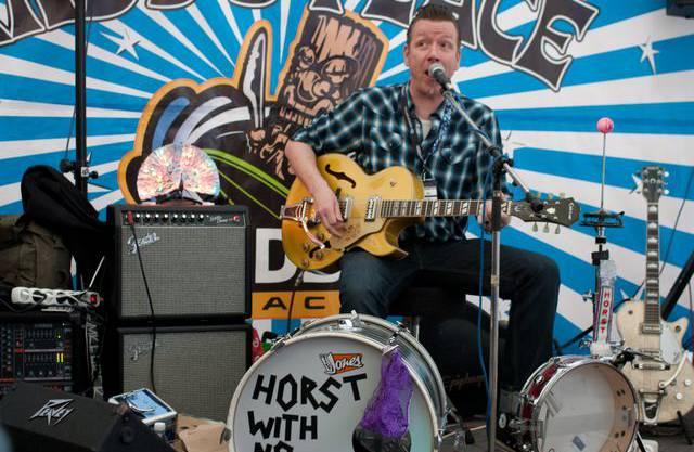 Für die richtige Stimmung sorgten verschiedene Live-Bands, hier Horst with No Name