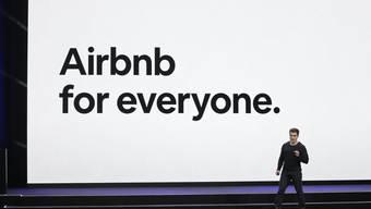 Airbnb kämpft wieder einmal einen Rechtsstreit aus: das Portal muss nun der Stadt München Daten illegaler Ferienwohnungen ausliefern (Archivbild).