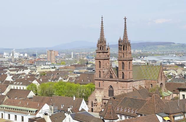 Das Basler Münster, aufgenommen vom Dachreiter der Barfüsserkirche.