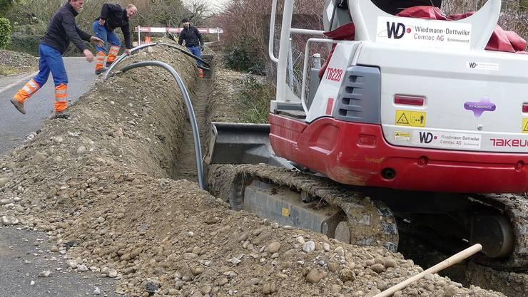 Die Bauarbeiten für die Modernisierung des Fernsehnetzes im Erzbachtal sind in vollem Gang.