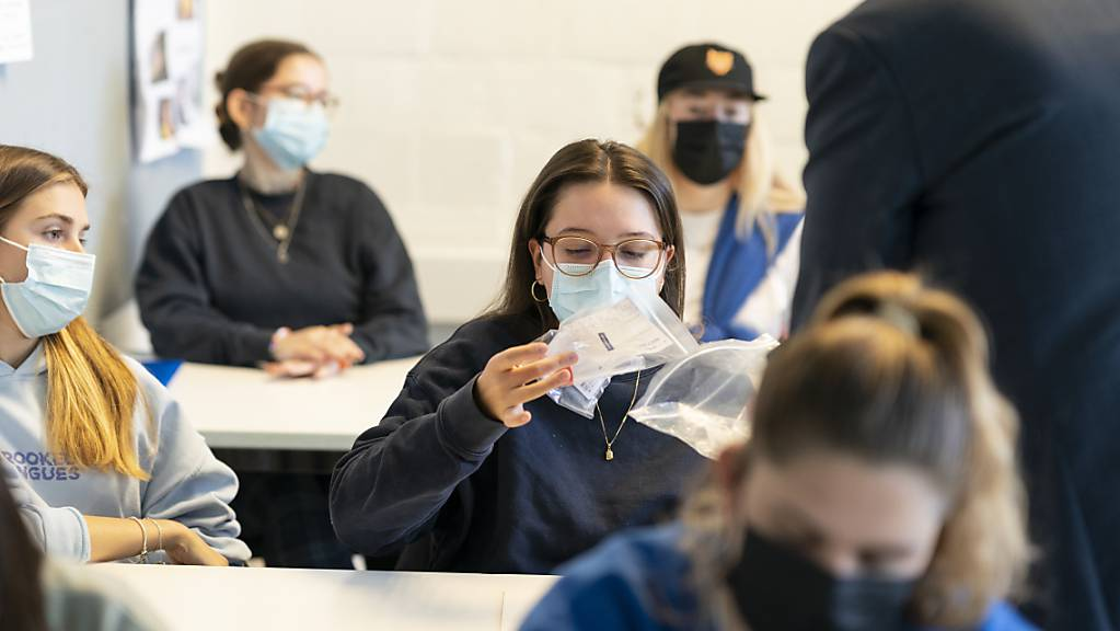 Die Testpraxis an den Schweizer Schulen ist sehr unterschiedlich nach den Sommerferien. (Archivbild)