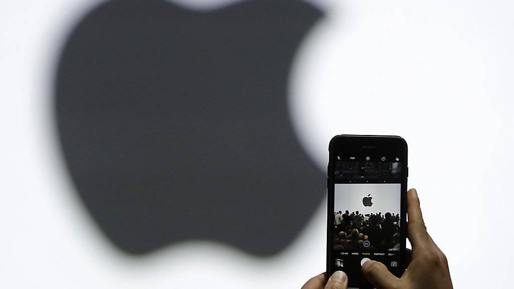 Der US-Technologiekonzern Apple verkaufte im letzten Quartal gut 41 Millionen Smartphones. (Archivbild)