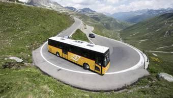 Die Chauffeure und Chauffeusen bei Postauto erhalten mehr Zeit für den Sicherheitscheck am Bus. Darauf haben sich die Sozialpartner geeinigt. (Themenbild)
