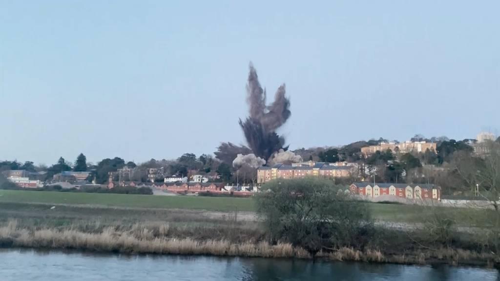 Sprengung von deutscher Fliegerbombe beschädigt Gebäude