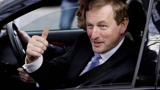Enda Kenny macht sich nach der Wahl auf den Weg zu McAleese