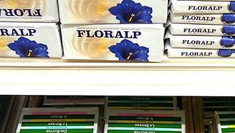 Verschiedene Butter-Blöcke im Verkauf (Symbolbild, Archiv)