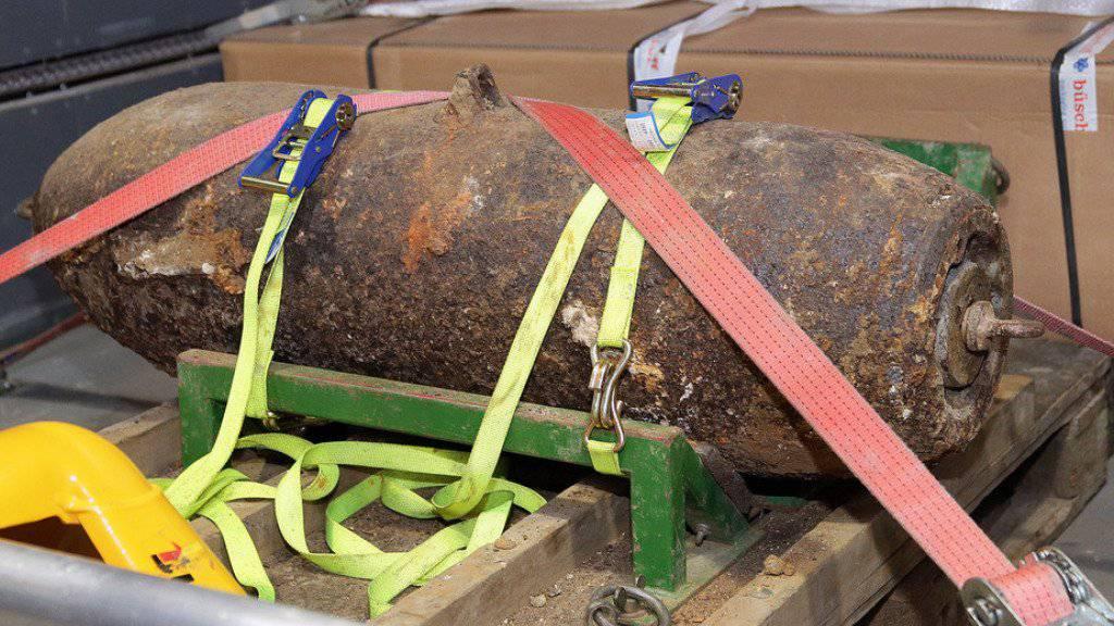 Die 250 Kilogramm schwere Fliegerbombe, aufgenommen nach ihrer Entschärfung am frühen Donnerstagmorgen in Hildesheim (Niedersachsen).