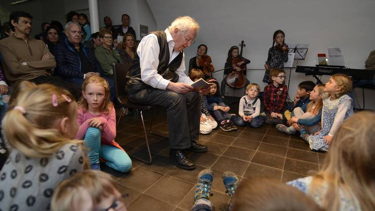 Peter Bichsel und das Kinderensemble Solotutti zogen Kinder wie Erwachsene im Buchhaus Lüthy in ihren Bann.