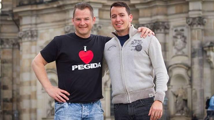 Tobias Steiger (links) macht aus seiner Überzeugung keinen Hehl. Hier posiert er mit Ignaz Bearth, dem früheren Mediensprecher von Pegida Schweiz.