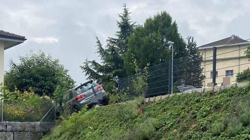 Junglenker landet im Zaun – und muss Führerausweis direkt wieder abgeben