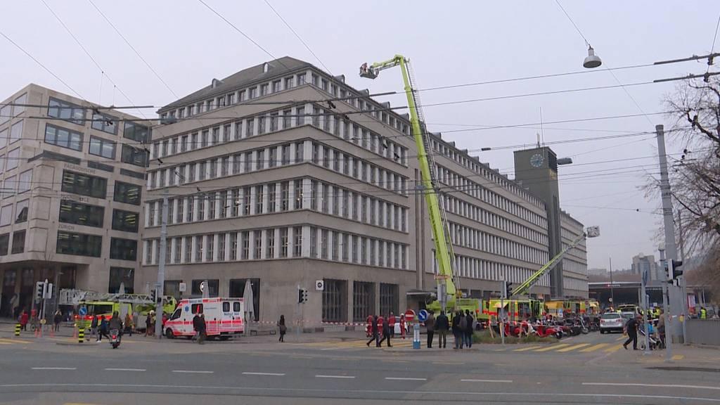 Dachstockbrand bei der Sihlpost: Gebäude teilweise evakuiert