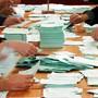 Das Auszählen dürfte wegen Corona etwas länger dauern: Die Stadt Zürich wird am 27. September etwas weniger Stimmenzählerinnen und Stimmenzähler im Einsatz haben. (Archivbild)
