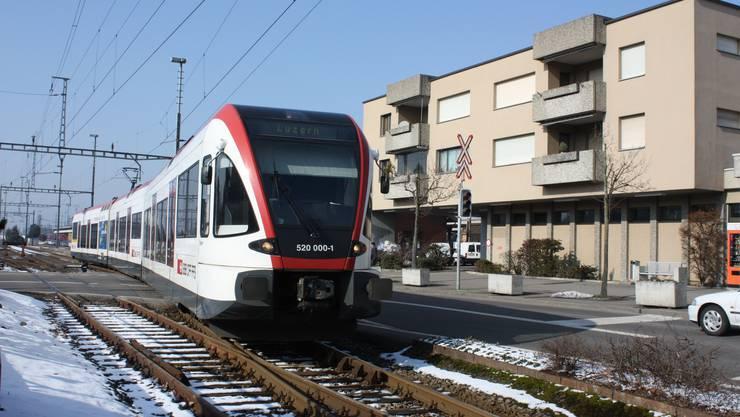 Die Seetalbahn beim Bahnhof Lenzburg: Für eine Woche wird hier auf den Bus umgestiegen  Foto: Kel