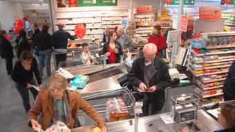 Die ersten Kunden haben sich gestern im neuen Coop-Supermarkt im Geeligzentrum in Gebenstorf eingedeckt. (Bild: wal)