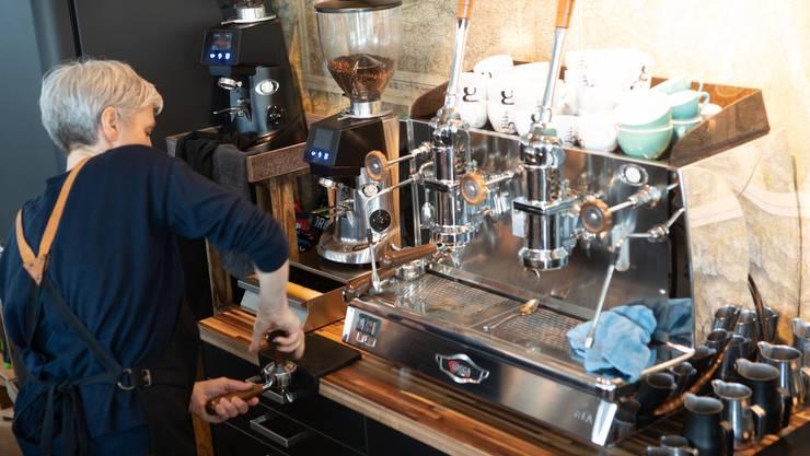 Hier werden die Kaffeebohnen frisch gemahlen.