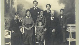 Die Familie Agnese und Zaverio Luppi (von links): Maria, Mutter Maria Agnese, Ernesto, Giuseppe, Edoardo, Gioconda, Vater Zaverio und Alfons. Die Aufnahme entstand zirka 1920, als die Familie in Härkingen lebte. archiv Angelo Luppi