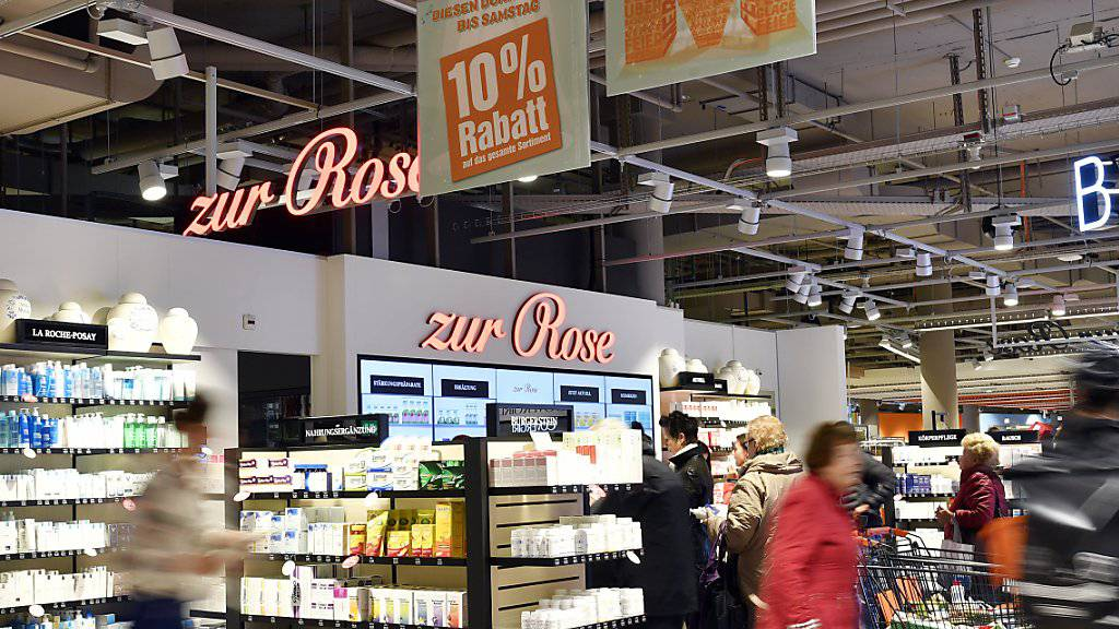 """Die Migros und die Apothekengruppe Zur Rose planen weitere """"Shop in shop""""-Apotheken in Migros-Filialen wie hier in Zürich. (Archivbild)"""
