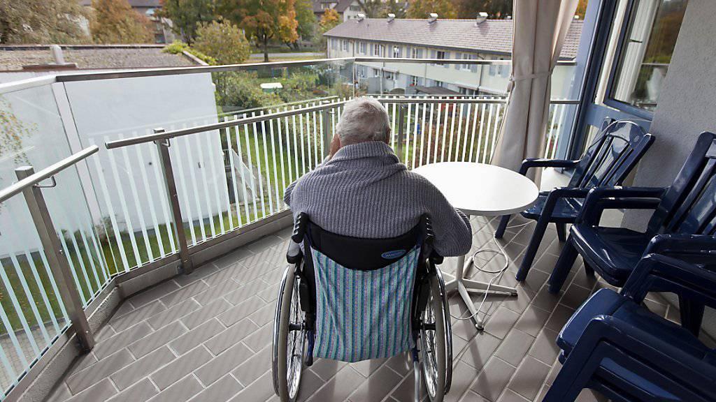 Im Alter wird das Leben teuer: Mit durchschnittlich 8700 Franken schlägt ein Heimaufenthalt monatlich zu Buche. (Archivbild)