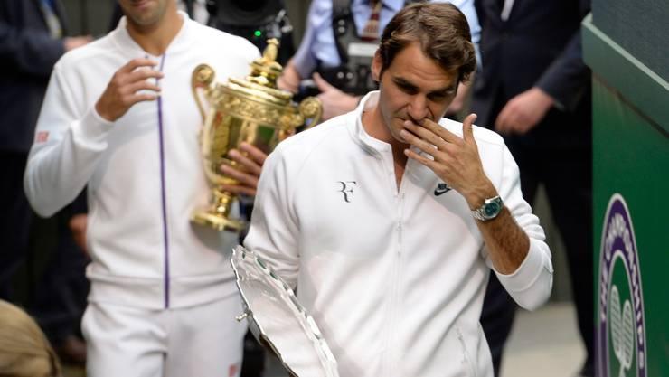 Novak Djokovic weist als einziger Spieler auf Rasen gegen Roger Federer eine positive Bilanz aus (Bild: Keystone).