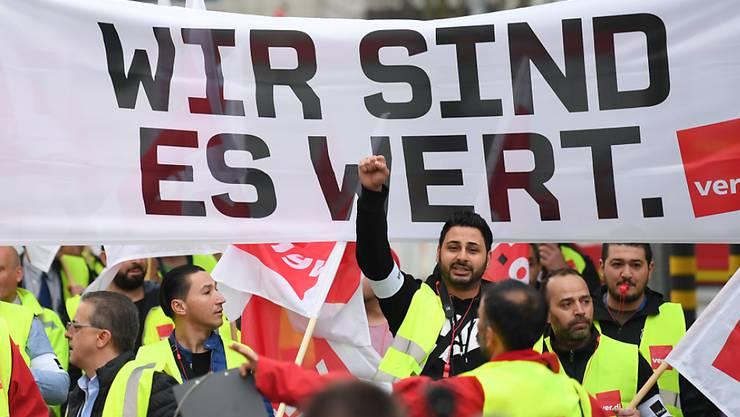 Vorest gibt es in Deutschland im öffentlichen Dienst keine Streiks mehr. Arbeitgeber und Arbeitnehmer haben sich auf Lohnerhöhungen für das Personal von Bund und Kommunen geeinigt. (Symbolbild)