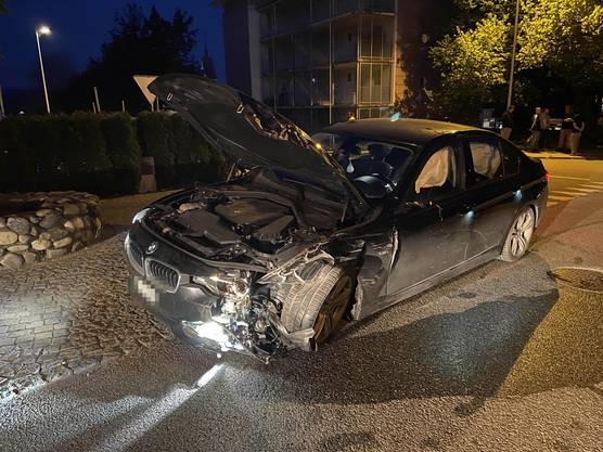 An beiden Fahrzeugen entstand grosser Schaden.