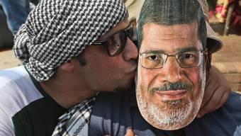 Ewige Liebe: Mursi-Anhänger mit Abbild des entmachteten Präsidenten