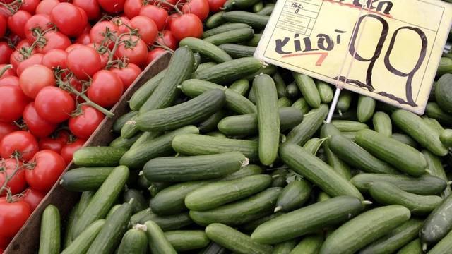 Gurken und Tomaten auf einem Markt in Berlin