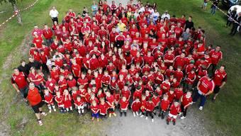 Grossfamilie Der Fussballclub Klingnau ermöglicht es 200 Junioren sowie 170 Aktiven, Fussball zu spielen.angelo zambelli