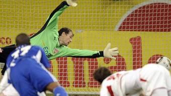 Stuttgart-Goalie Jens Lehmann musste zweimal hinter sich greifen