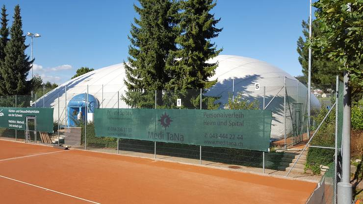 Am Donnerstag wurde die Traglufthalle des Tennisclubs Uitikon aufgestellt.